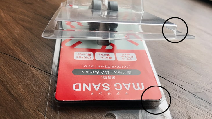 クラムシェルパッケージは本体とふたの角が逆勾配になっていて、はめると外れない仕様になっている。