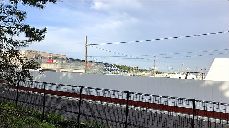 オリンピックカヌースラローム会場のすぐ横を歩いてみました。観戦席などはもうできているみたいです。