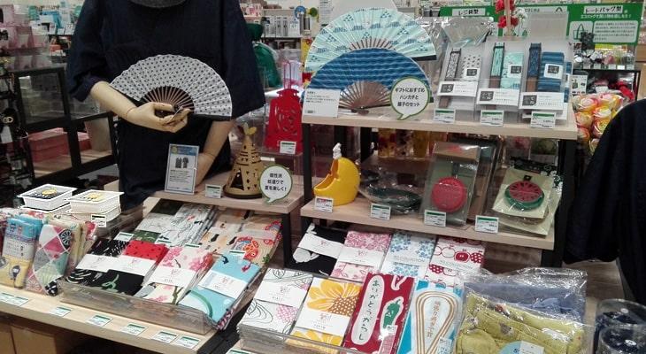 豆腐容器を使った店頭パッケージは、季節もの・企画モノコーナーで目立っていた