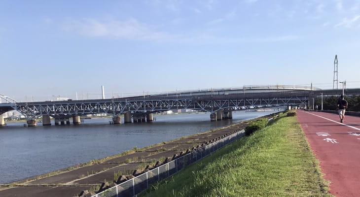 いつもの土手道に出ました。ここから中川の上流に向かって帰路につきます。