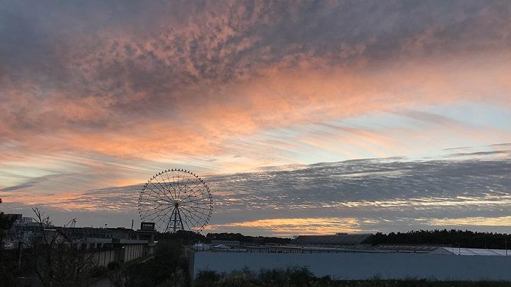 10月20日葛西臨海公園観覧車とカヌー会場 きれいな朝焼けです