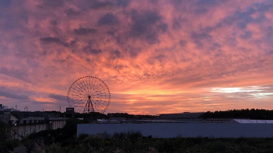 10月22日観覧車と五輪スラローム会場。この日はとびっきりきれいな朝焼けを見ることができました